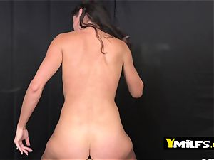 Sofie Marie is seduced by mischievous fellow into getting her cootchie humped