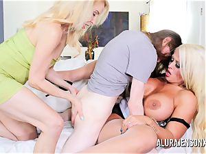 Erica Lauren and Alura Jenson labia fuckin' trio