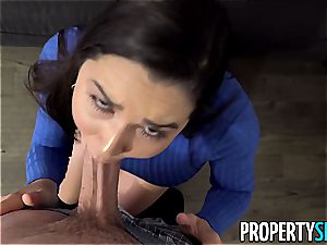 meaty ass Karlee Grey takes care of her customer