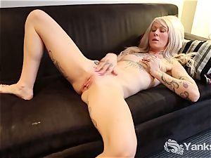 yanks Gina Cherie massages Her clit