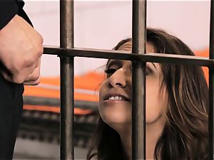 plunging juicy Sara Luvv in the slammer