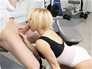 Kagney Linn Karter stunning gym boning