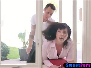 Stepmom stucks in the window and two stepsons plow her
