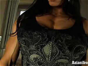 Muscle corded milf uses her glass fake penis till she pops