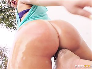 handsome Maddy OReilly likes to perceive a fuckpole in her backside