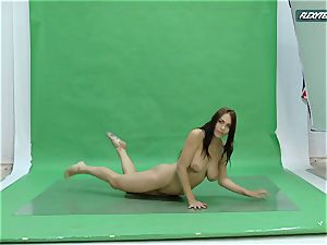 immense mammories Nicole on the green screen spreading