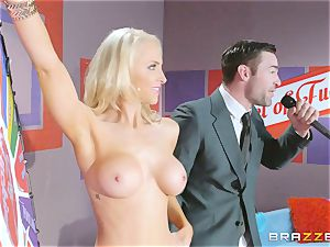 Game show salami romping with platinum-blonde sweetie Alix Lynx