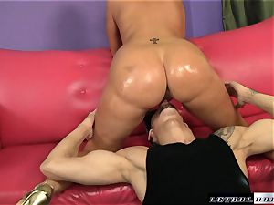 total butted Valerie Luxe gets her wet cooter boned