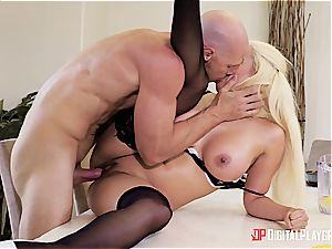 Luna starlet makes a spurting mess in her boss's place