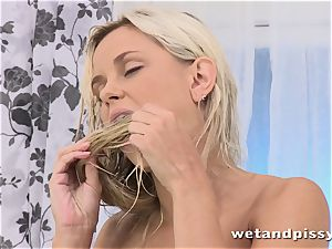 Dido angel crams her glass with pee