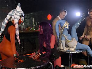 Humans and aliens super-fucking-hot lovemaking