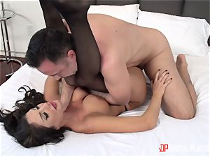 Creaming on the face of August Ames after a sizzling hard vagina thrashing
