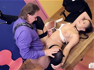 cabooses BUERO - mischievous office smash with curvaceous Holly Banks