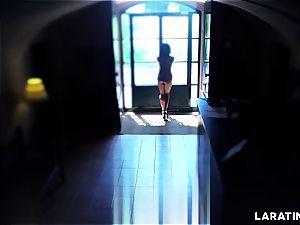 super-hot bod Latina running around nude in a motel