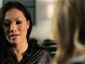 Asa Akira displays Samantha Saint a fresh pasttime
