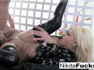 buxomy Nikita pokes a large knob