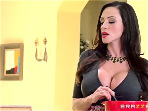 mummy Ariella Ferrera pokes her daughters-in-law devotee