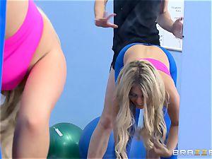 Gym stunner Madelyn Monroe eyes a humungous dick