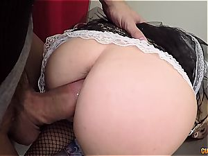 Spanish maid spruces up a knob in need