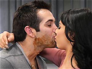 Gina Valentina likes sloppy kitchen hook-up