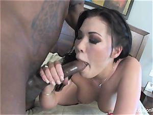 London Keyes takes some black manhood on her bootie