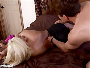 junior assistant bangs his buxom mexican mistress Bridgette B
