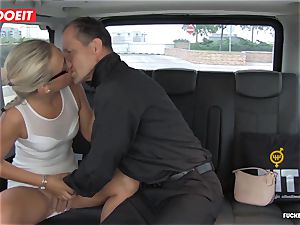 Czech customer Vinna Reed gets nailed in taxi