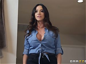Ariella Ferrera super-steamy 3some