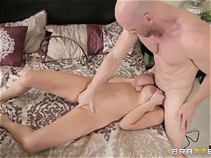 Ariella Ferrera getting stuffed by Johnny