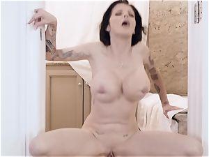 dark-haired hottie Joslyn James boned in the bathroom