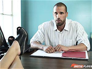 Natalia Starr ravages her prospective chief