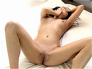 trimmed vulva rendezvous her very first fake penis