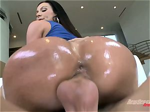 Mature gigantic culo milf Kendra passion with gigantic milk cans takes a yam-sized lubed wood